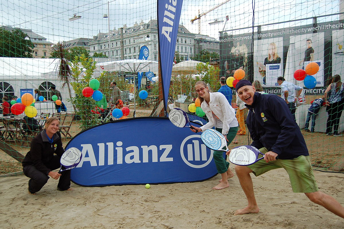 Beach-Tennis-Action